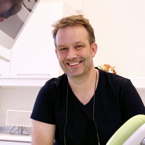 Tandlægerne i Vindinggård Center - Frederik Lemche